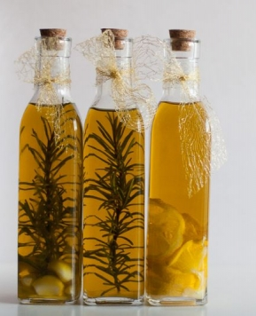 Oljčno olje z dodatki za vaše kulinarične mojstrovine