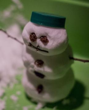 Umetni sneg in mini snežaki
