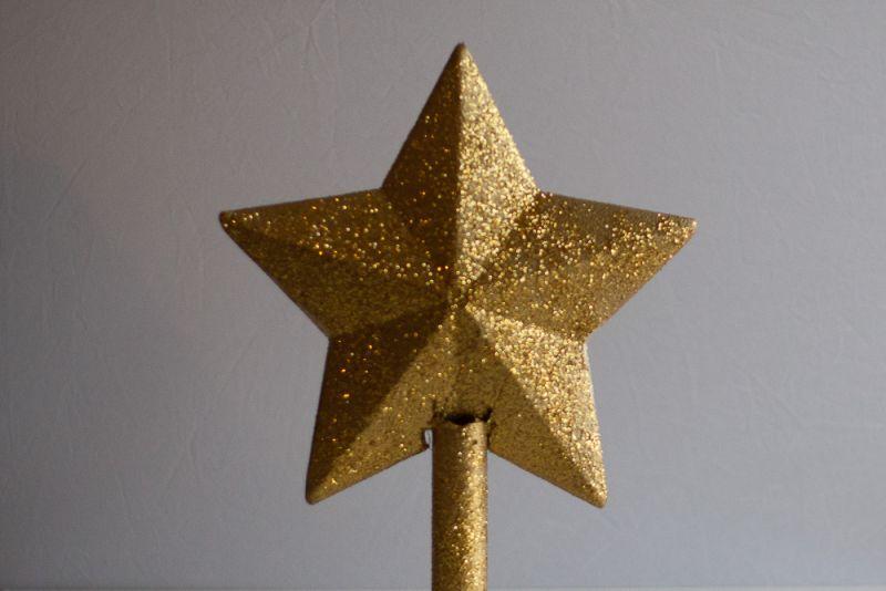 Doma izdelana špica za novoletno jelko.