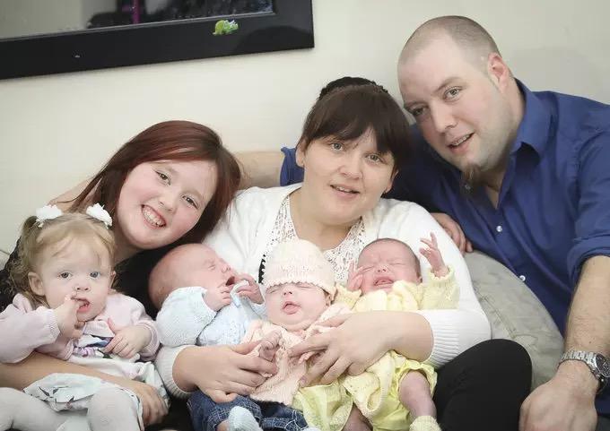 Štirje otroci v 11 mesecih