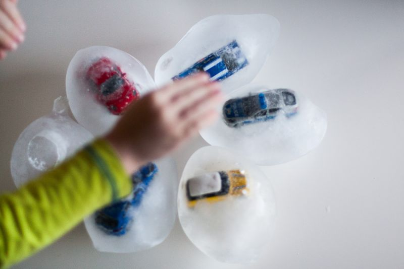 Izdelovanje ledenih jajčk, igra z ledom