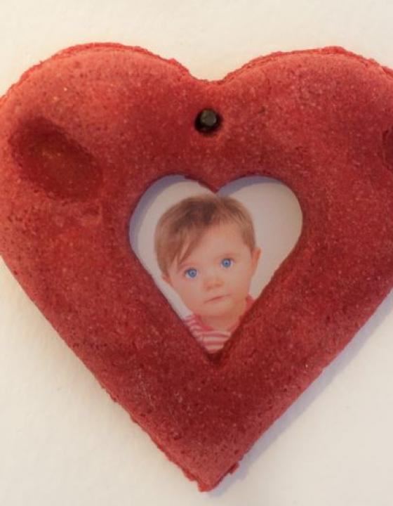 Darilo za Valentinovo – izdelajte Valentinov okvir za vaše fotografije