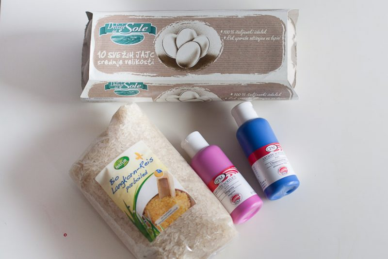 Barvanje pirhov z rižem