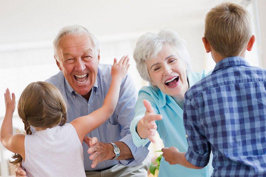 Zakaj so stari starši pomembni v otrokovem življenju