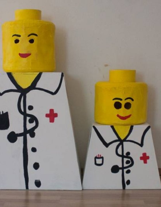 Lego pustni kostum – ideja za doma narejen pustni kostum