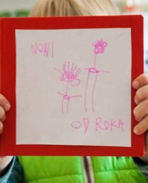 Knjiga izpod otroških rok – darilo za babico