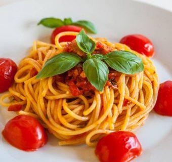 Pašta s šalšo ali špageti s paradižnikovo omako