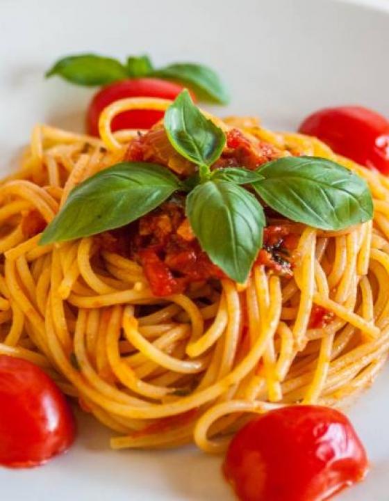 """Pašta s šalšo"" ali špageti s paradižnikovo omako"