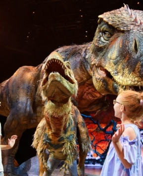 "Spektakel ""Walking with Dinosaurs"" v Zagrebu + video"