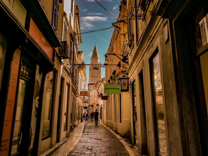 Čevljarska ulica s stolno cerkvijo