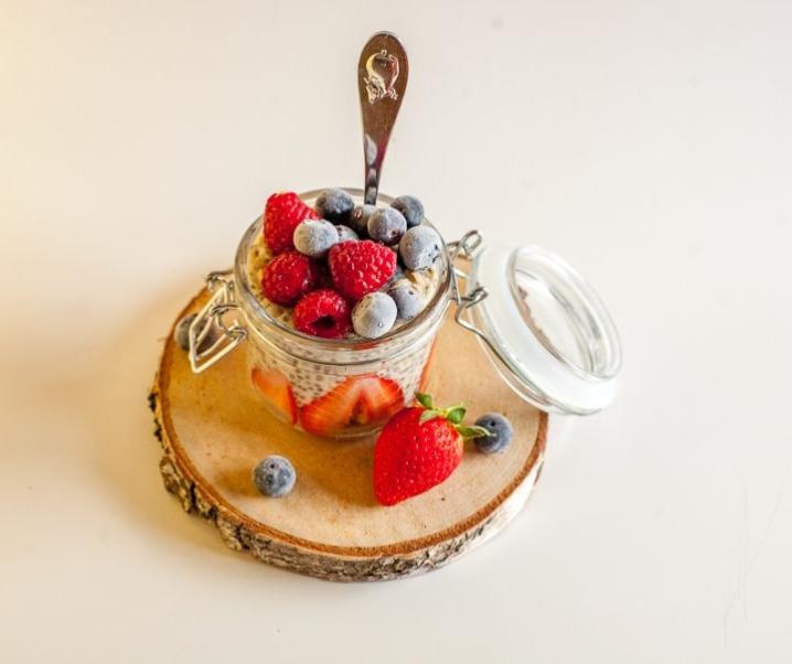 Ovsena kaša s sadjem – hiter in okusen zajtrk